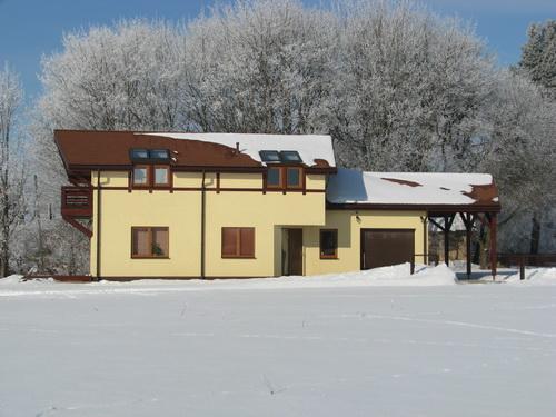 Koka karkasa paneļu mājas